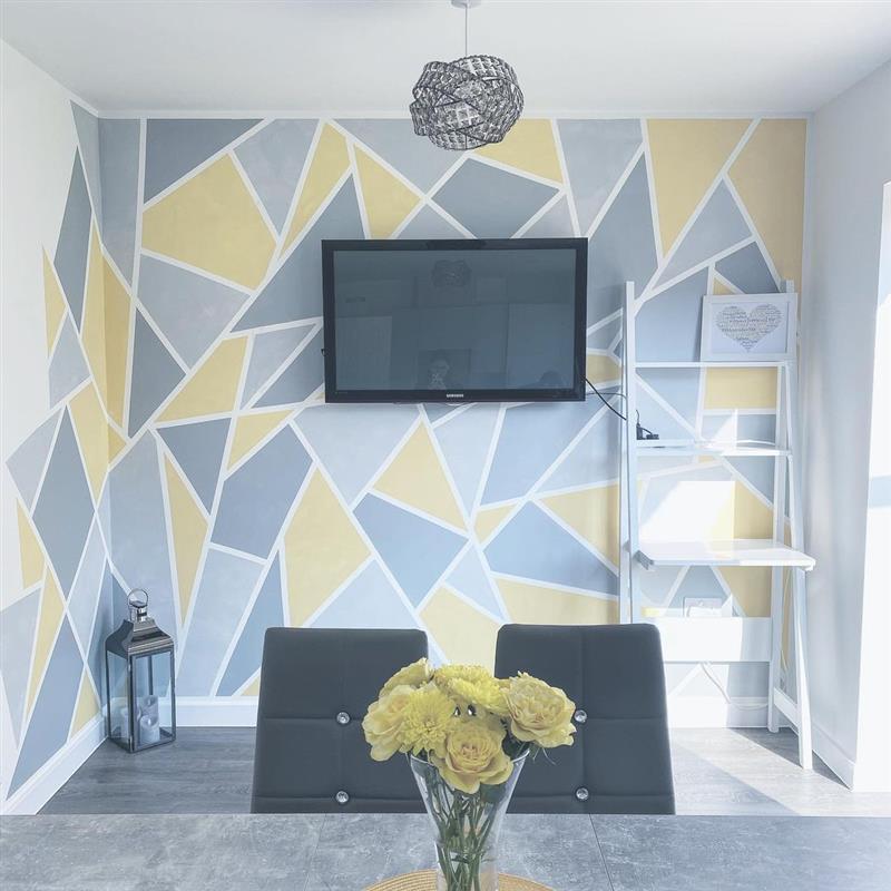 pintura de parede com fita cinza