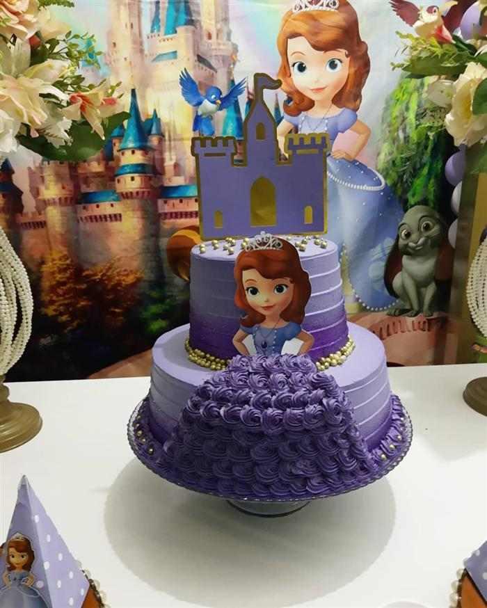 bolo da princesa sofia com topper