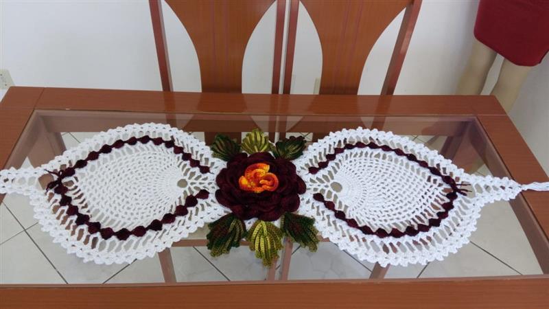 trilho de mesa em crochê abacaxi
