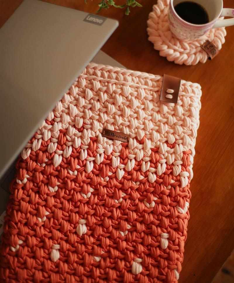 Capa para notebook de crochê em fio de malha