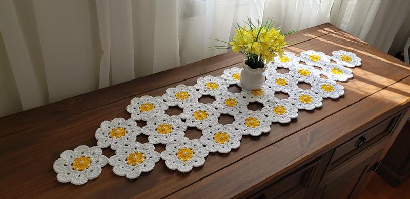 floral branco e amarelo
