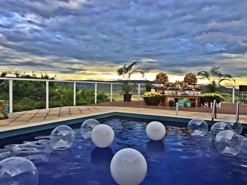 baloes na piscina