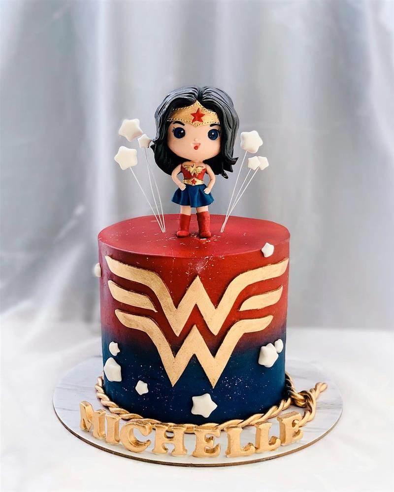 bolo mulher maravilha 1 andar