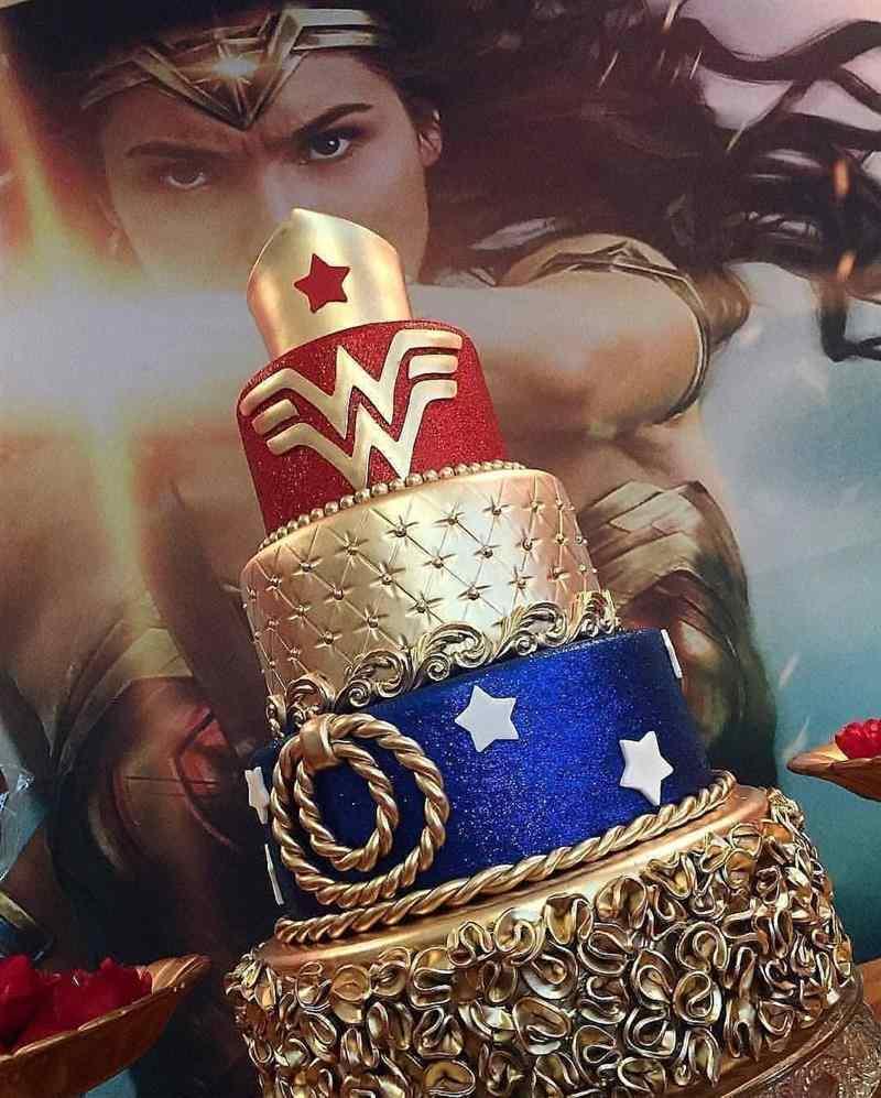 bolo mulher maravilha luxo
