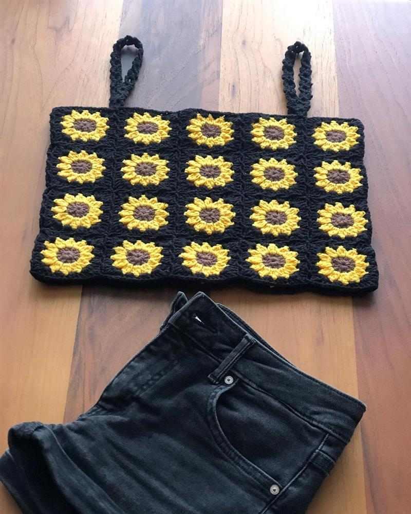 Blusa de crochê com flores