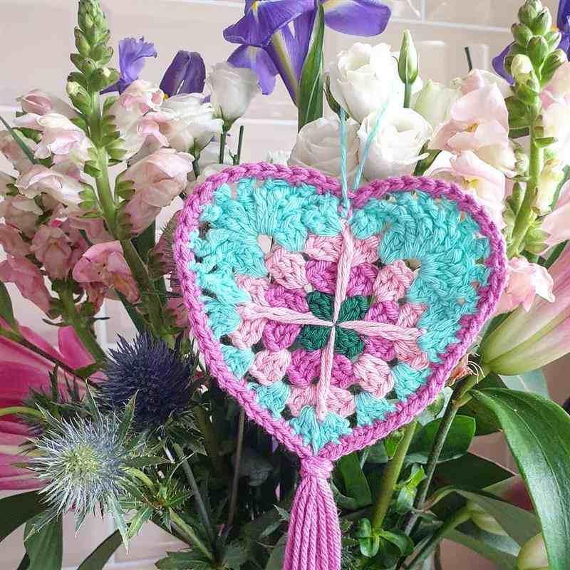 decoração com flores e croche