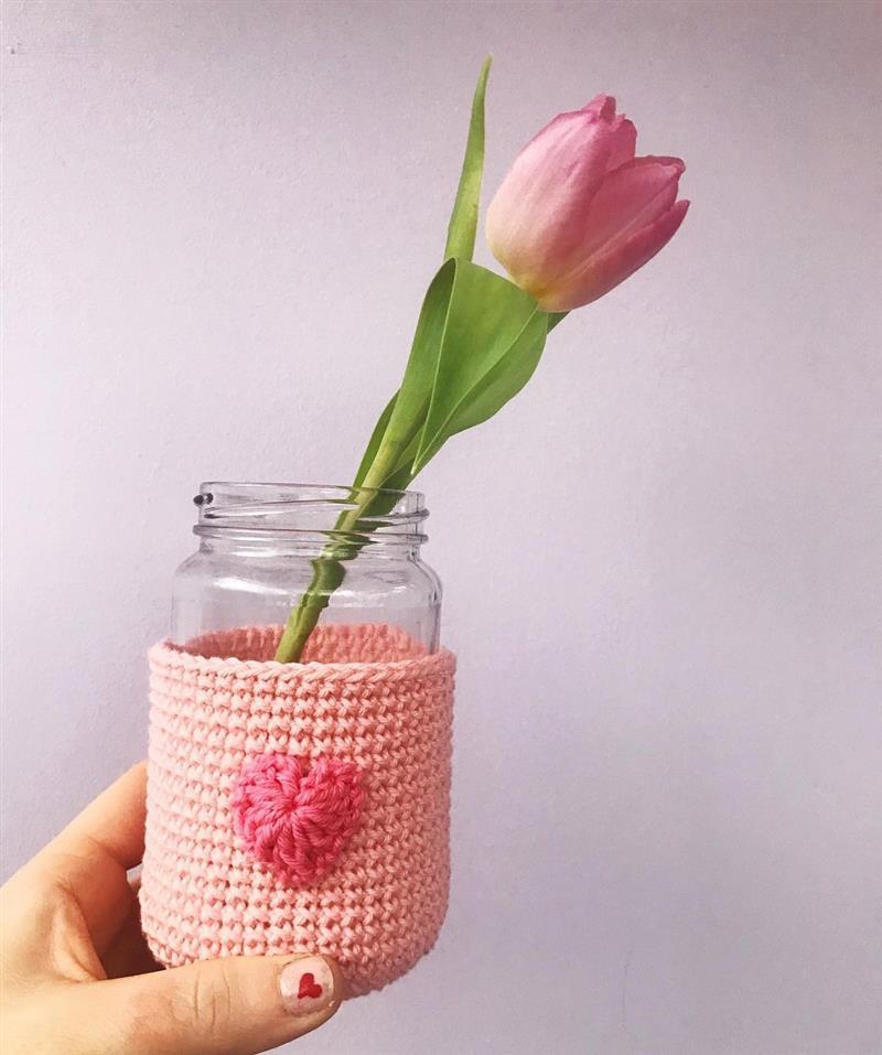 mini coração no vasinho de flor