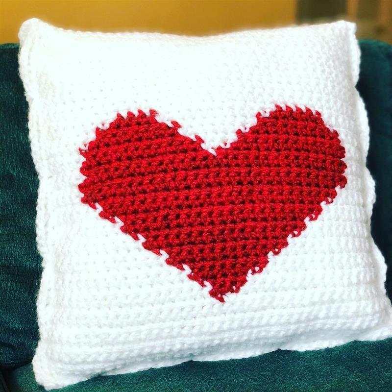 almofada com desenho de coração