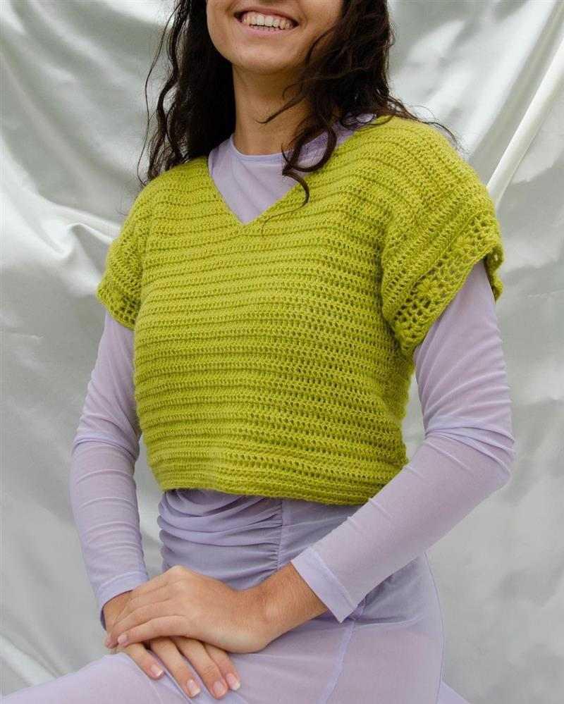 Blusa tipo cropped de crochê