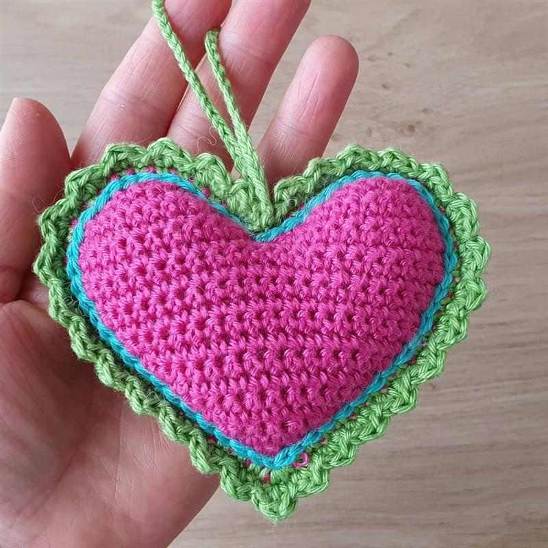 Coração de crochê em barbante