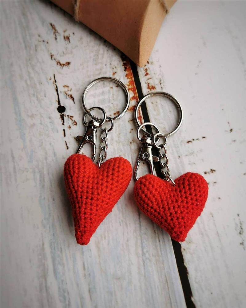 Chaveiro de coração de crochêvermelho