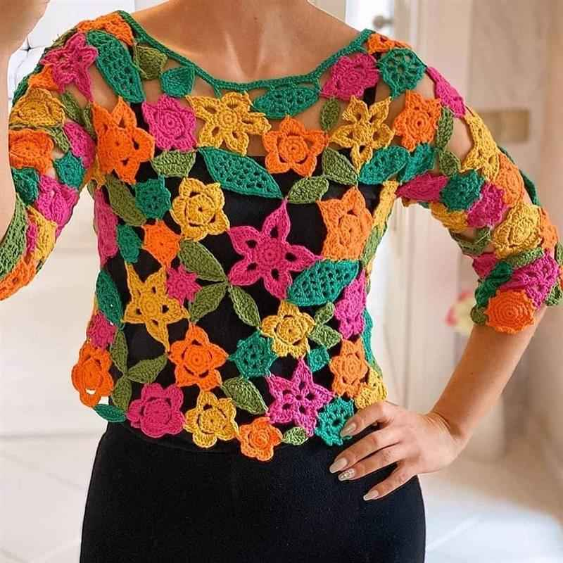 Blusa colorida e vazada