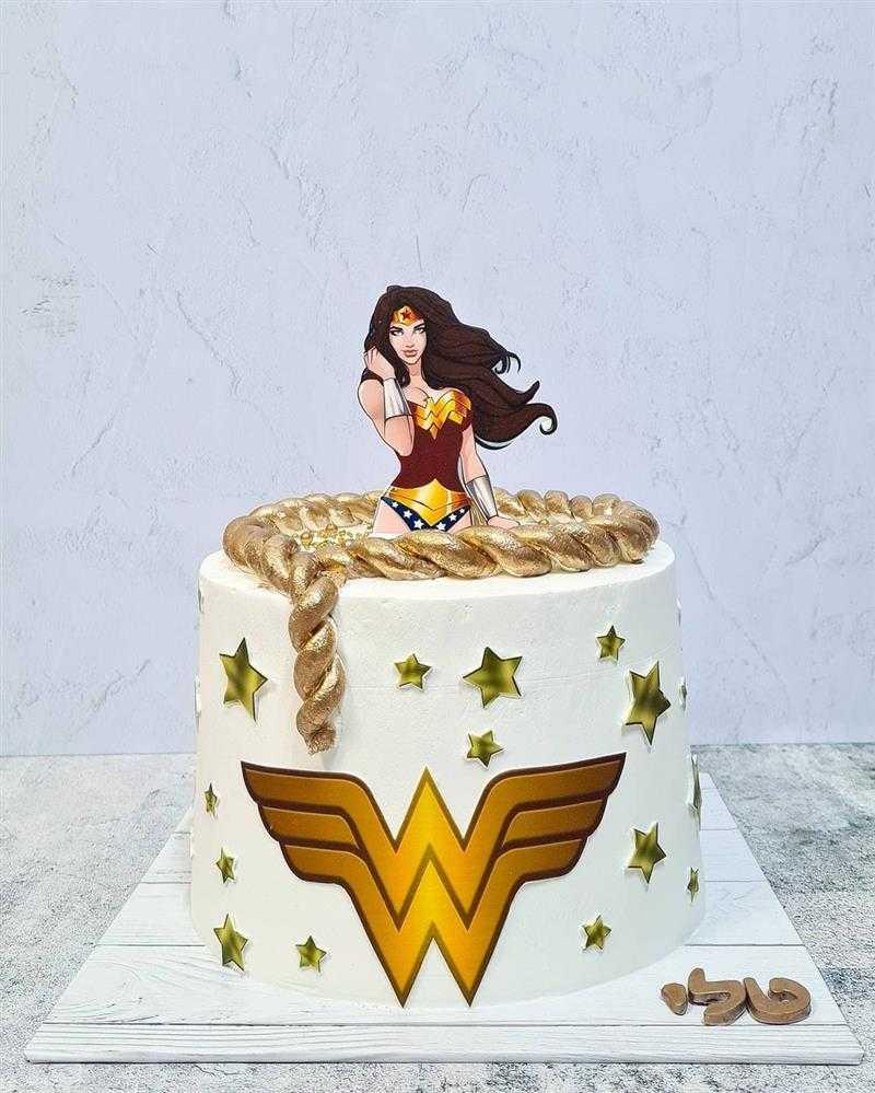 bolo da mulher maravilha branco
