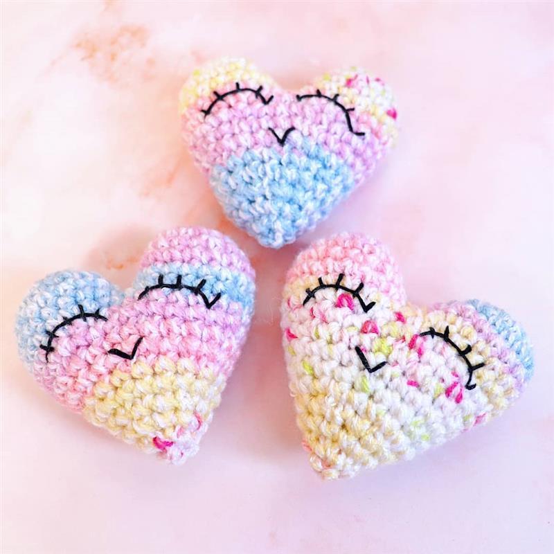 coração de crochê amigurumi