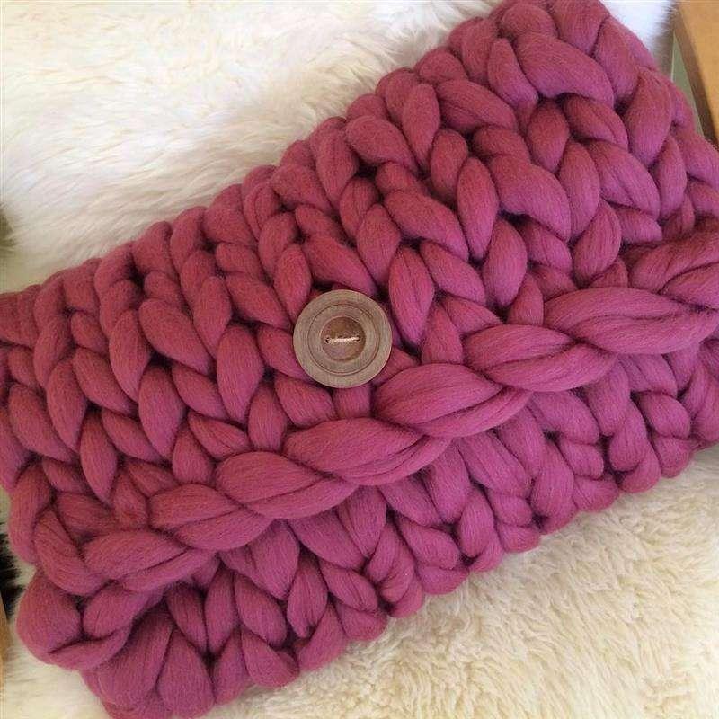 almofada de maxi tricot com botao