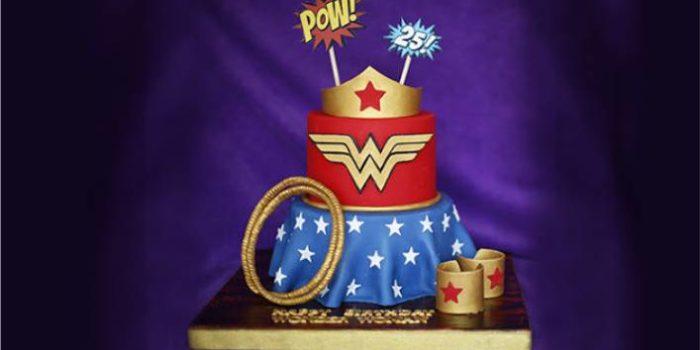 bolo da mulher maravilha grande