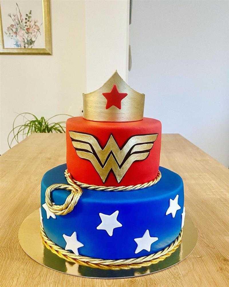 bolo mulher maravilha grande