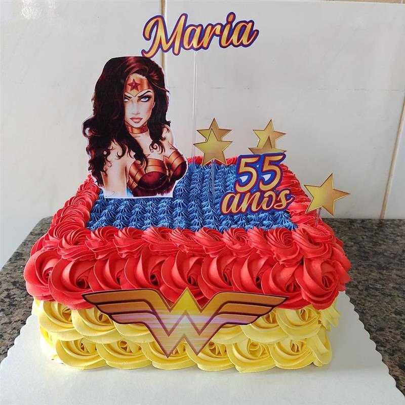bolo mulher maravilha quadrado