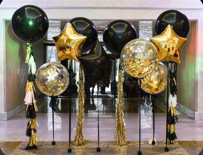 decoração dourada e preta