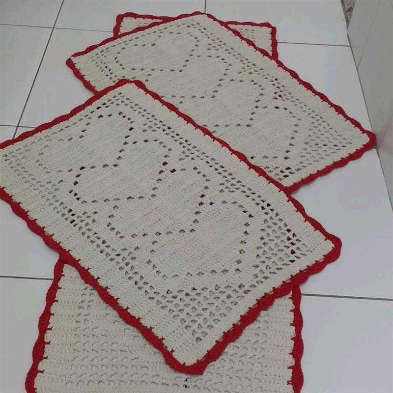 tapete de crochê com coração no meio