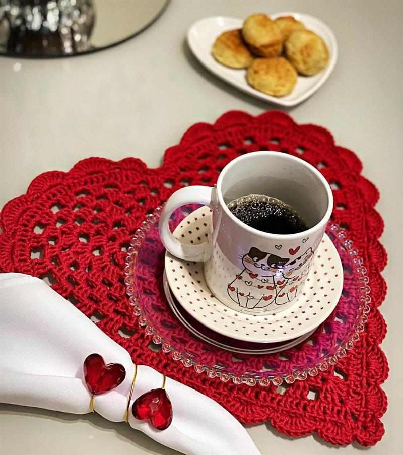 coração de crochê vermelho