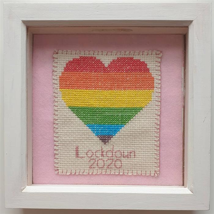bordado de coração em ponto cruz