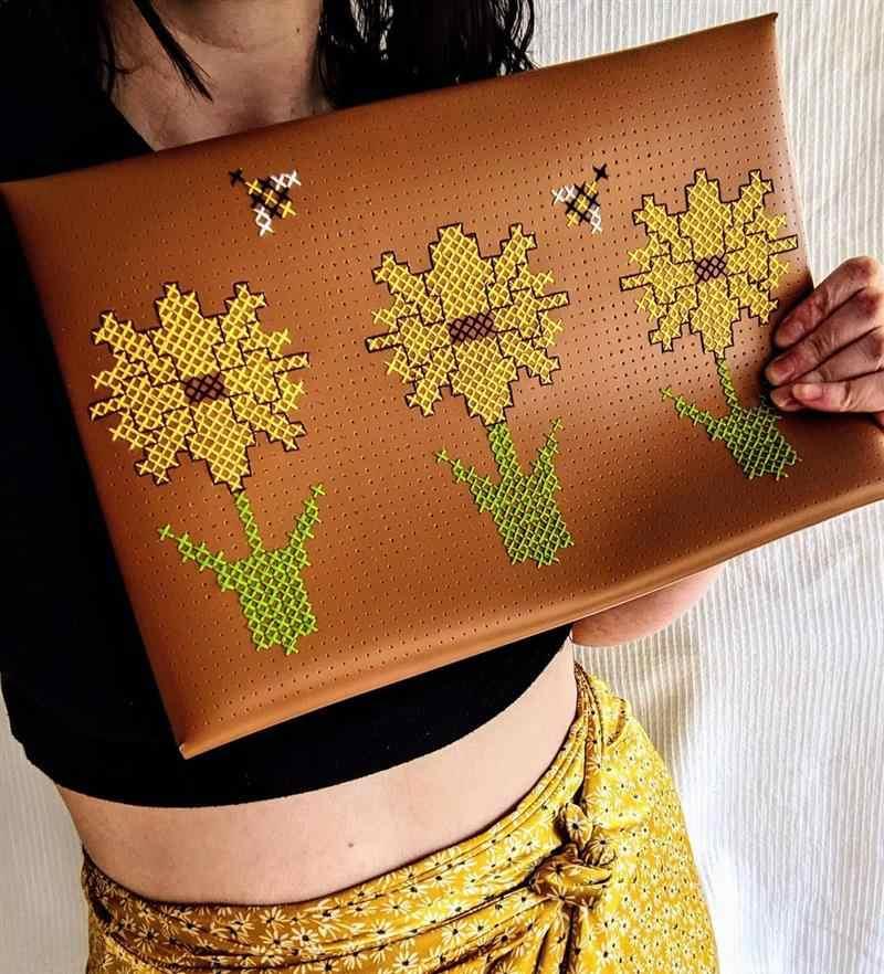 bolsa com girassol e abelhas