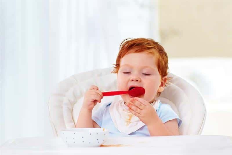 comer sozinho