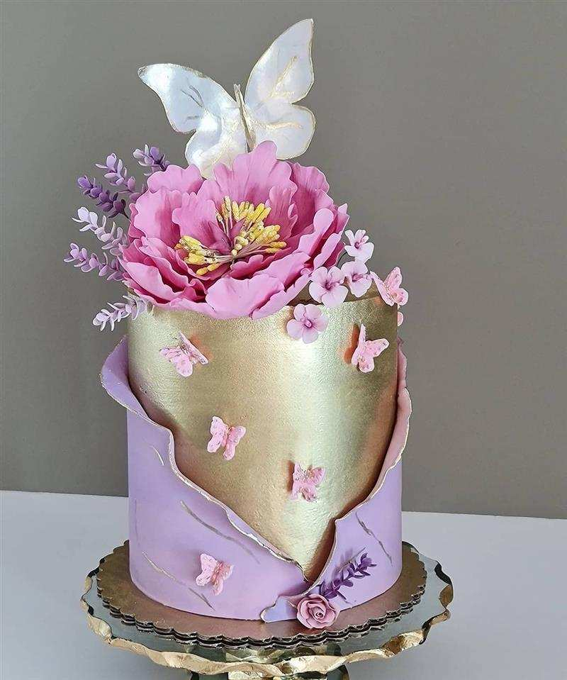 bolo de borboletas e flores