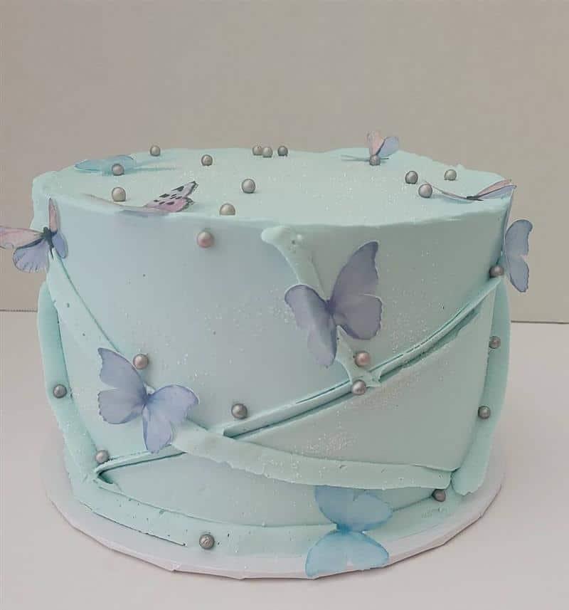 bolo com borboletas voando