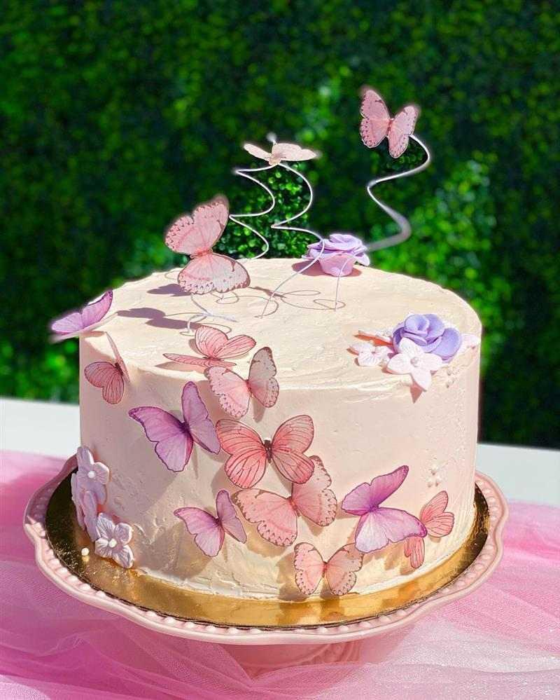 bolo com borboletas de papel