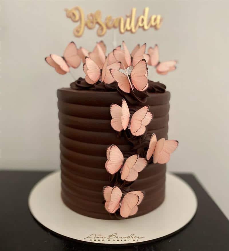 de chocolate com borboletas rosa