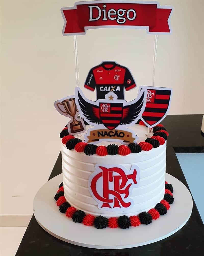 bolo do flamengo feito com chantilly