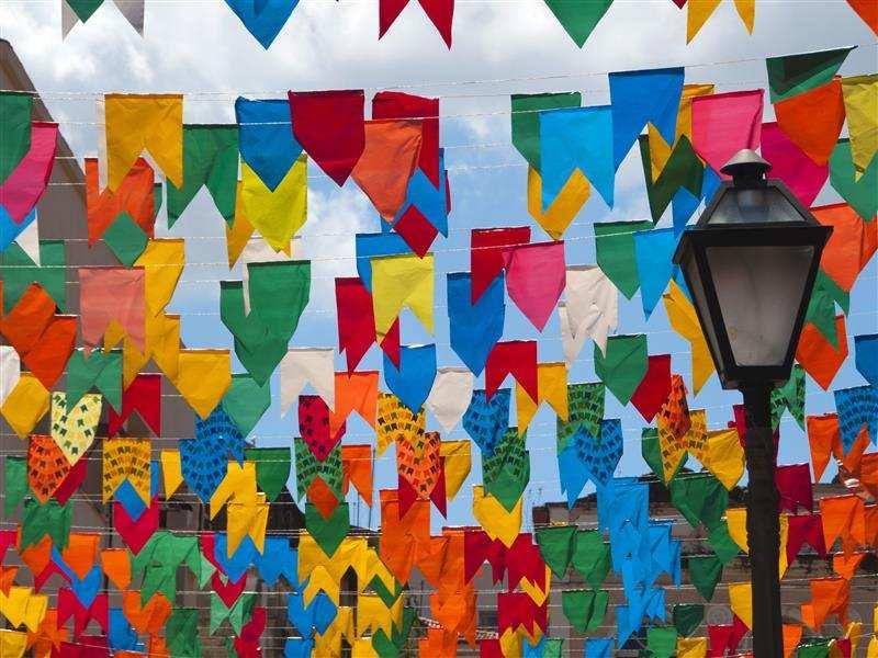 como fazer bandeirinhas de festa junina