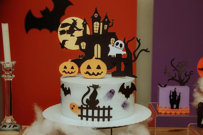 Decoração de bolo Halloween com topper