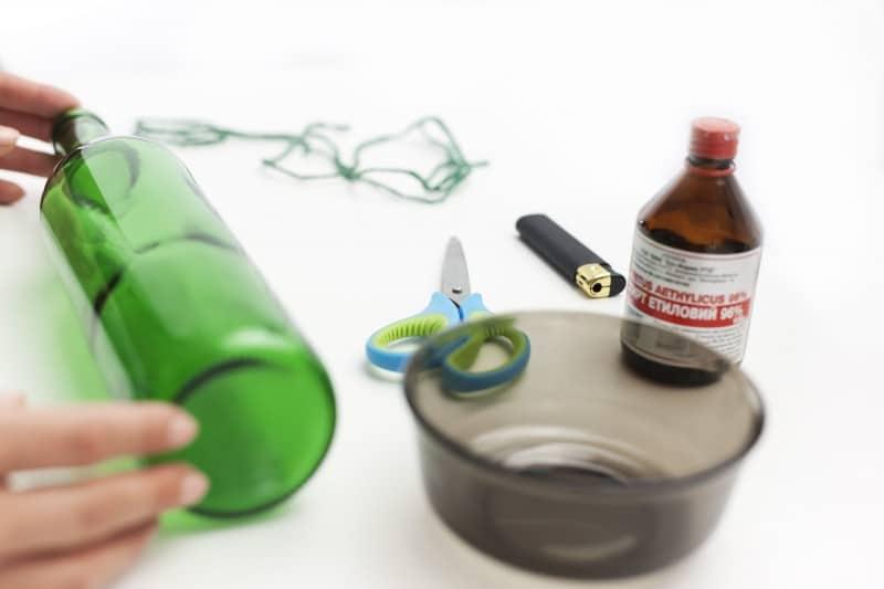 como cortar garrafa de vidro com arame e vela