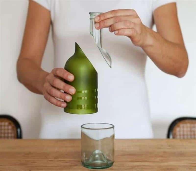 garrafa de vidro na diagonal