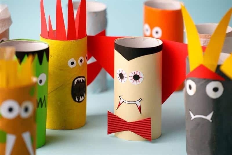Monstros de rolo de papel higiênico