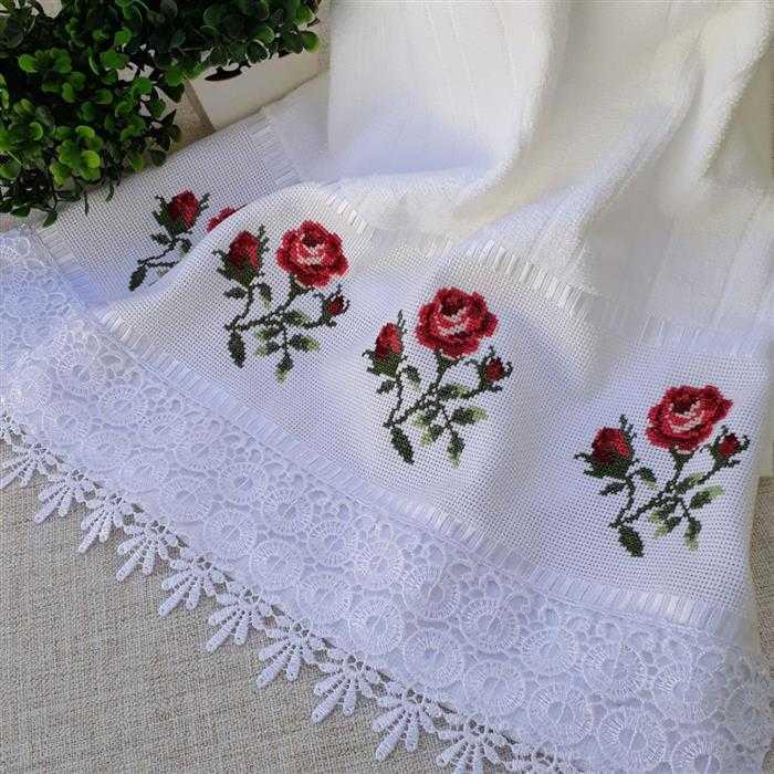 rosas vermelhas em ponto cruz