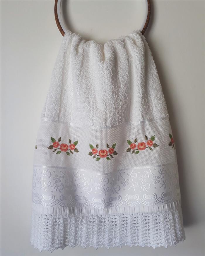 toalha de rosto bordada
