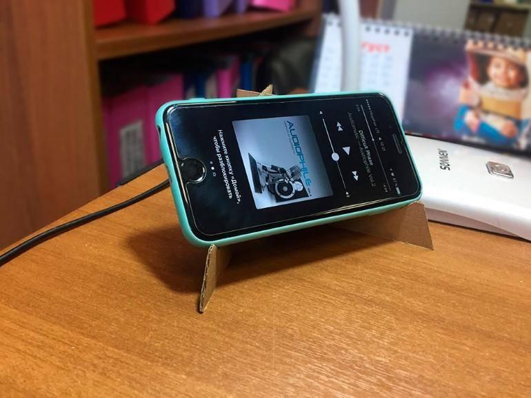 suporte celular feito com papelão