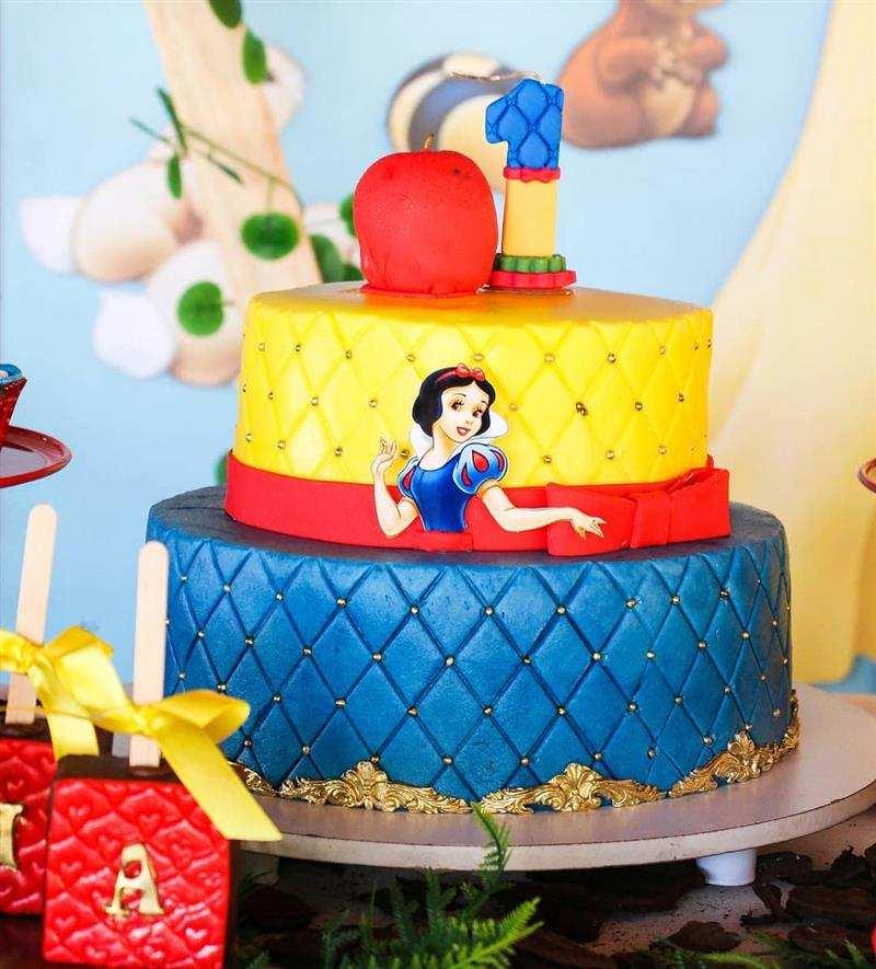 bolo de 2 andares 1 ano