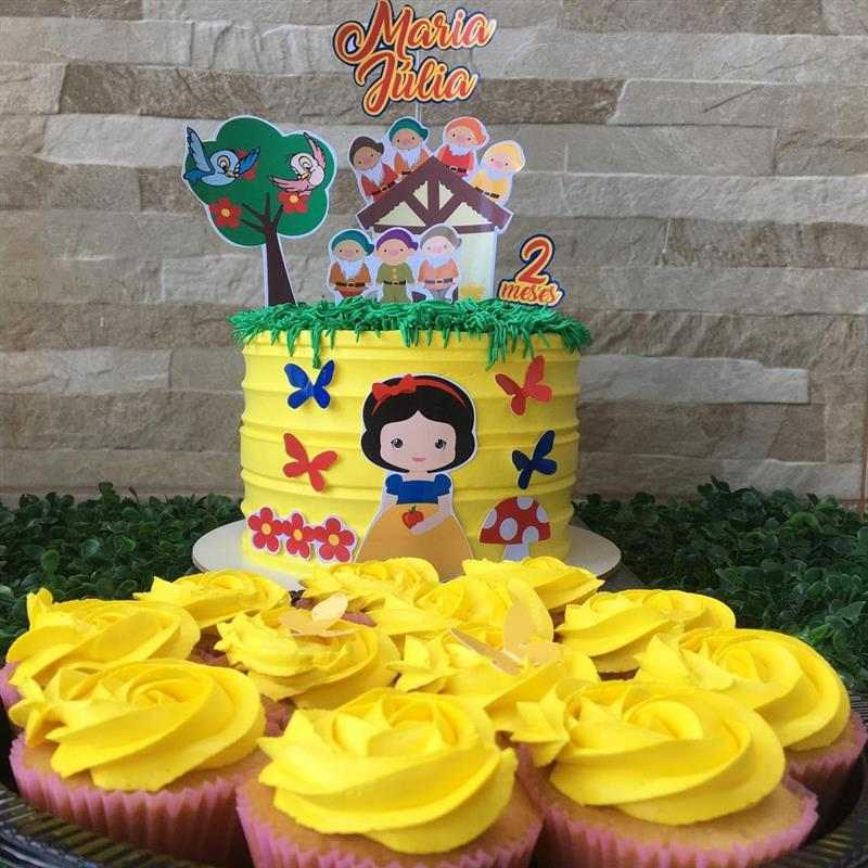 bolo e cupcakes decorados