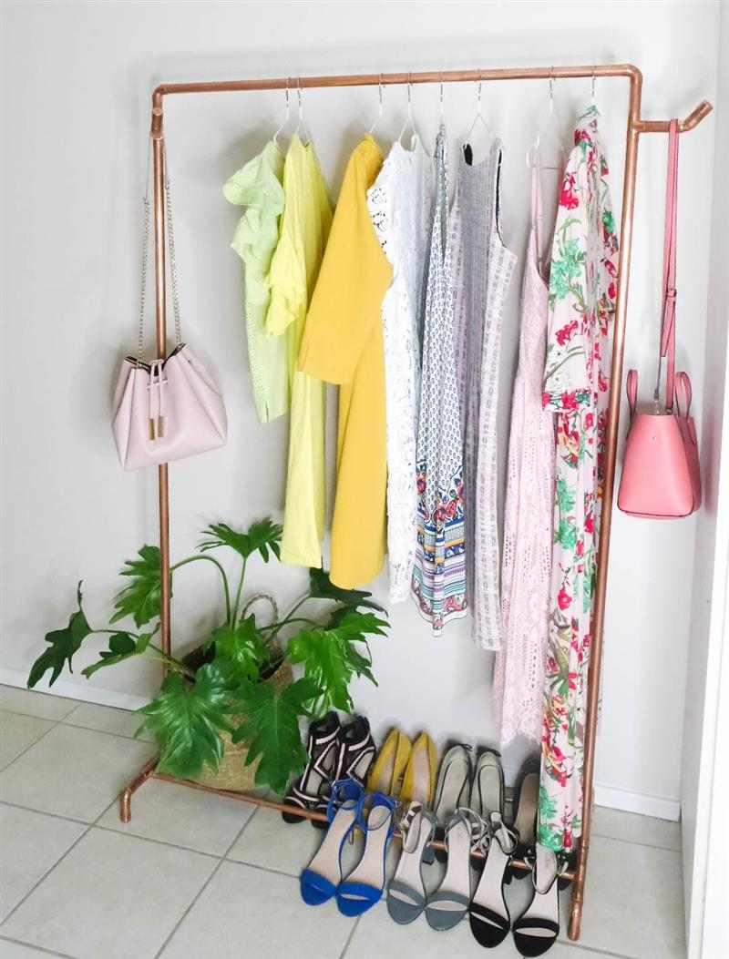 como fazer arara de roupas com varão de cortina