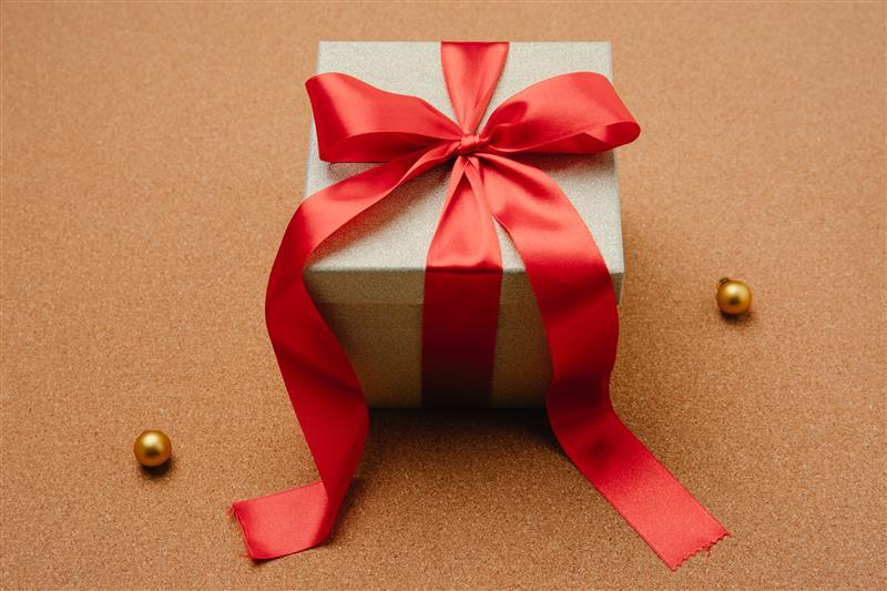 o que dar de presente para namorado recente