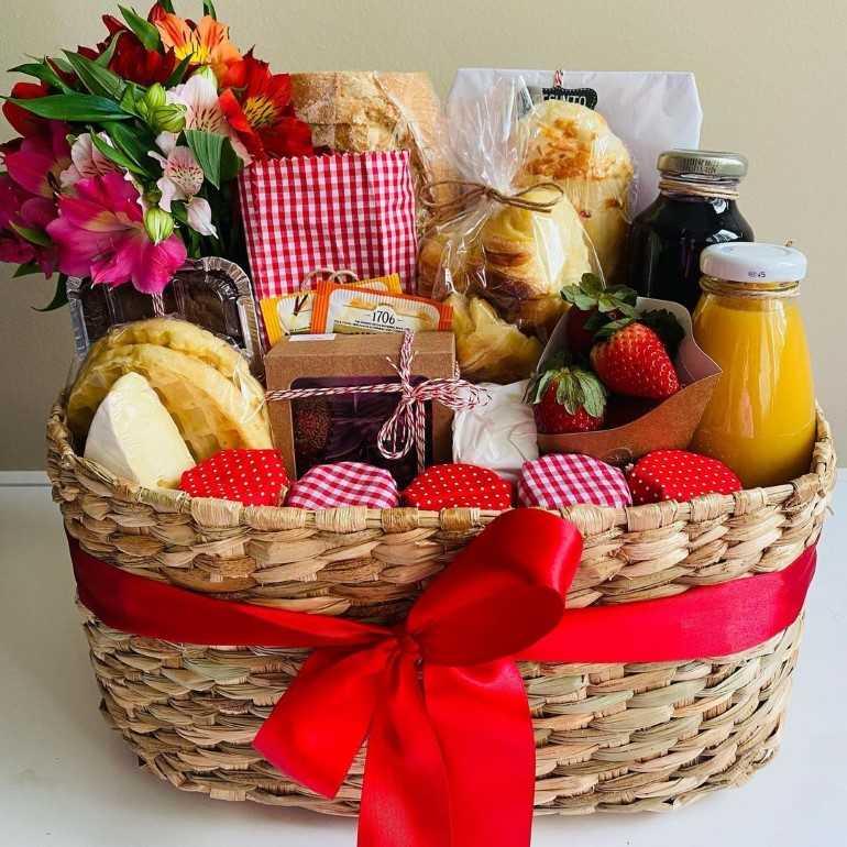 cesta de café da manhã para namorados