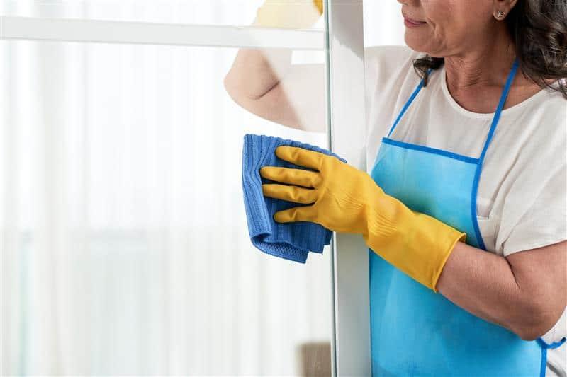 Como limpar vidros blindex